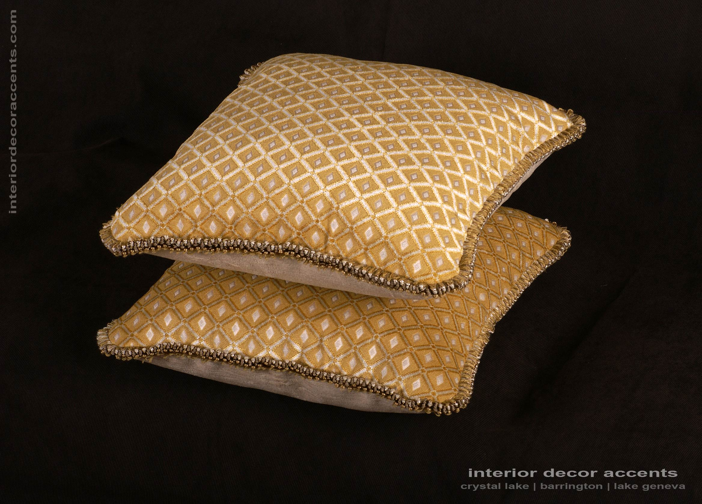 Old world weavers cut velvet elegant designer pillows for Luxury decorative throw pillows