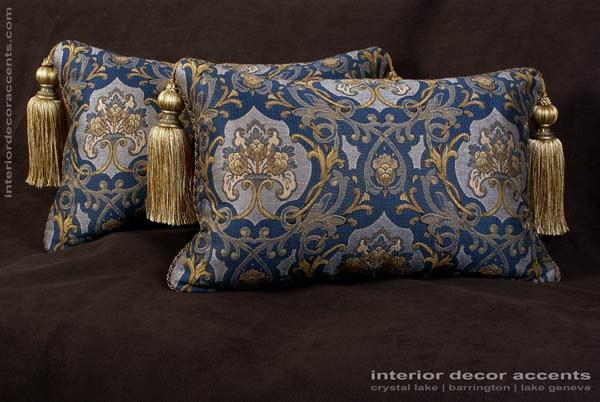 Schumacher italian tapestry lee jofa velvet designer pillows for Luxury decorative throw pillows