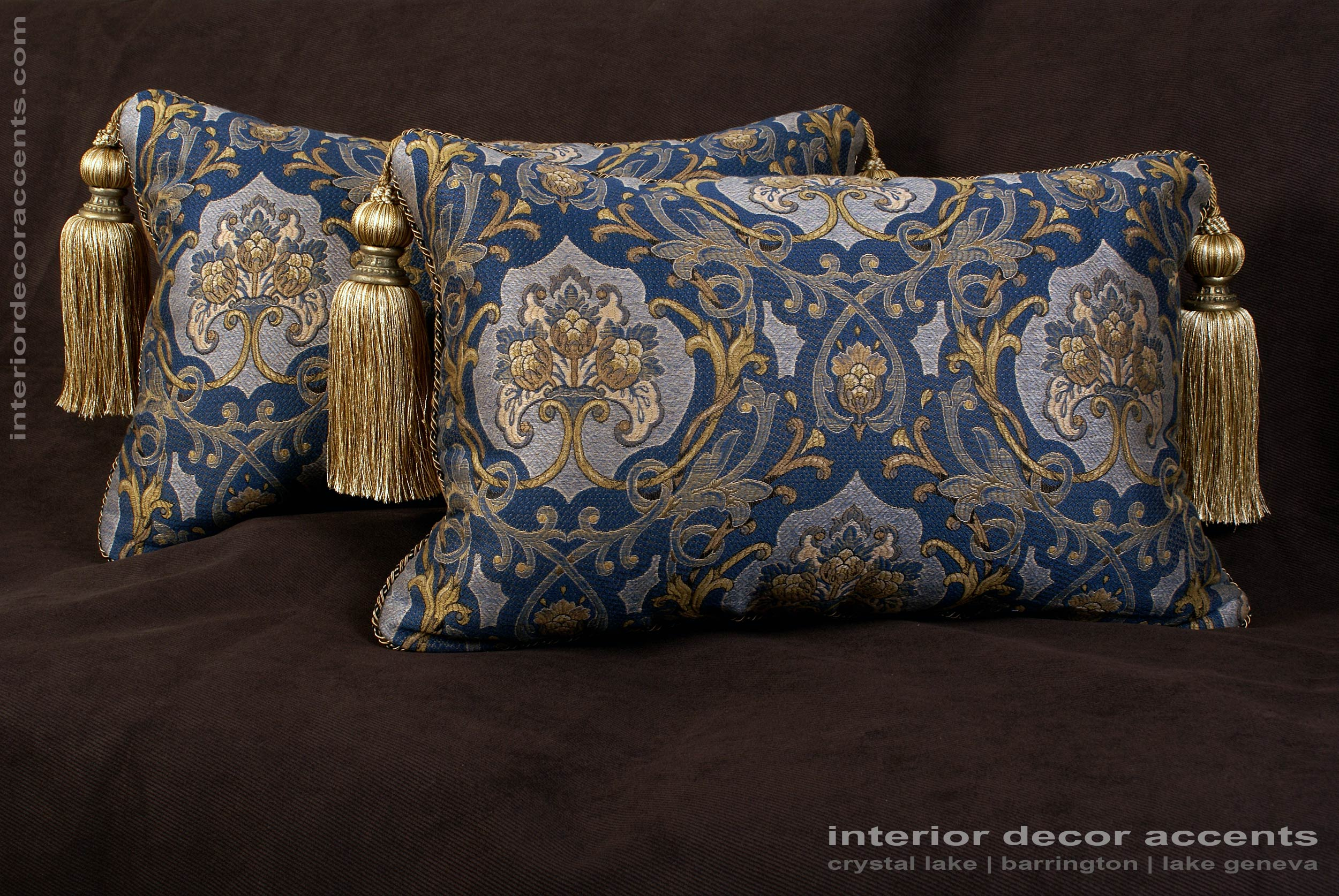 Schumacher italian tapestry lee jofa velvet designer pillows for Designer accent pillows